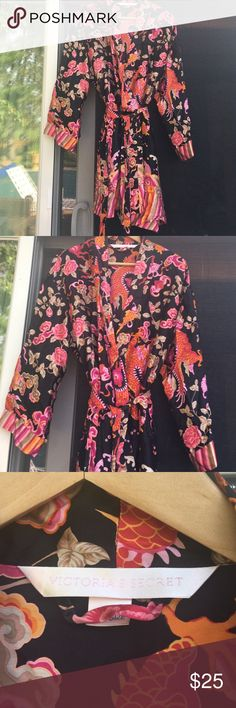 VICTORIA'S SECRET WOMEN'S FLORAL DESIGN KIMONO OS Victoria's secret women's beautiful 100% silk kimono/robe gently worn with floral and dragon design multi colored, 2 front pockets. One size Victoria's Secret Intimates & Sleepwear Robes