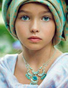 Eyes,Los ojos son el reflejo del alma.Me gustan los ojos de las personas,y mas los de los niños.