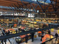 Er heerst een stijgende behoefte aan luxe producten onder de Nederlandse bevolking. De foodmarket in het Brabantse Veghel verleent de consument een ultieme winkelbeleving. Wat u ook maar kunt bedenken, alles wordt aangeboden in deze foodmarket, niets is te gek. Het ultieme totaalpakket in het voorzien van de consumentenbehoefte! Maatschappelijk Verantwoord Ondernemen heeft deze foodmarket ook nog te bieden. Er is namelijk sprake van een overheersend aanbod aan luxe, duurzame producten.