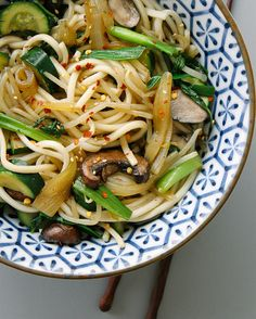 SIMPLE UDON NOODLE BOWL... Easy and satisfying!
