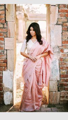 Insta: @the_stylewali Cotton Saree Designs, Silk Saree Blouse Designs, Saree Blouse Patterns, Indian Attire, Indian Outfits, Indian Wear, Satin Saree, Pink Saree, Saree Jacket Designs