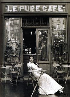 Love the outdoor setting & the windows of the coffee shop ~ France, or Spain ...                                                                                                                                                      Mehr