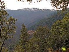Muchos han sido y son los caminos y senderos que surcan La Rioja, el enlace del GR 93 GR 190 Anguiano- Valvanera viene a unir oficialmente estos dos trazados riojanos siguiendo para ello la antigua senda que usaban los habitantes de Anguiano para peregrinar hasta su monasterio.