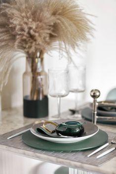 Plate Design, Küchen Design, Interior Design Kitchen, Kitchen Decor, Ceramic Decor, Table Accessories, Cafe Restaurant, Decorating Coffee Tables, Sofa Furniture