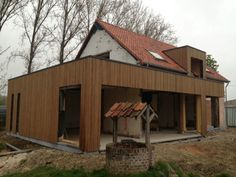 Renovatie houtskeletbouw House Cladding, Timber Cladding, Bungalow Extensions, House Extensions, Bungalow Conversion, Modern Exterior House Designs, Cosy House, Bungalow Renovation, Roof Extension