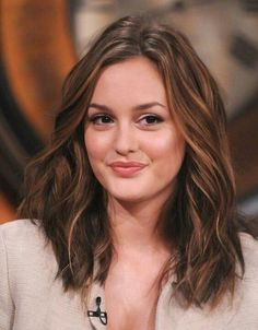 Find images and videos about gossip girl, blair waldorf and leighton meester on We Heart It - the app to get lost in what you love. Light Blonde Hair, Brown Blonde Hair, Leighton Meester Hair, Gossip Girl Hairstyles, Long Hair Curled Hairstyles, Short Hair, Wedding Hairstyles, Front Hair Styles, Hair Front