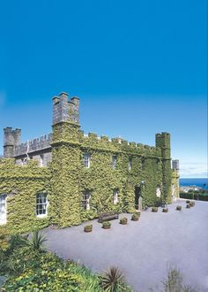 A pretty Cornwall wedding venue - Tregenna Castle Hotel, St Ives. Perfect for those princess out there! Wedding Venues Devon, Best Wedding Venues, Wedding Blog, Wedding Ideas, Party Venues, Event Venues, Cornwall Hotels, Cornish Wedding, Top Destination Weddings