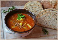 """Můj postup přípravy je asi trochu """"barbarský"""", ale děti jí mají takhle rády (nechtějí, aby v polévce plavala cibule) ;-) ½ kg mletého hovězího masa (může být i vepřové nebo mix) tuk (olej nebo sádlo) 2 cibule Brambory 2 lžíce kečupu + 2 lžíce rajčatového protlaku Na vyvaření pro chuť 1 celou bílou papriku hladká mouka (cca 2-3 lžíce) mletá červená paprika (1 lžíce) 2 stroužky česneku 1/2 lžičky mletého kmínu, sůl a dle chuti pepř, až na závěr majoránka dle chuti můžeme přidat masox at... Czech Recipes, Ethnic Recipes, Goulash, Soups And Stews, Thai Red Curry, Ham, Food And Drink, Cooking, Foods"""