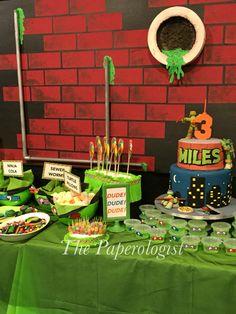 Dessert table backdrop at the teenage mutant ninja turtle party Turtle Birthday Parties, Ninja Turtle Birthday, Ninja Turtle Party, Ninja Turtles, 5th Birthday, Birthday Ideas, Ninja Turtle Decorations, Turtle Dessert, Ninja Party