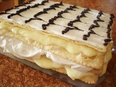 Mille-feuille maison, hands down my favourite desert growing up! Pudding Desserts, Dessert Recipes, Pepperidge Farm Puff Pastry, Canadian Cuisine, Desserts With Biscuits, Bon Dessert, Cream Cheese Recipes, Bread Cake, Pastry Recipes