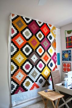 City Stitches: Ikat pattern by Rachel Houser - simply awesome Quilting Tutorials, Quilting Projects, Quilting Designs, Sewing Projects, Quilt Design, Scrappy Quilts, Patchwork Quilting, Ikat Pattern, Quilt Patterns