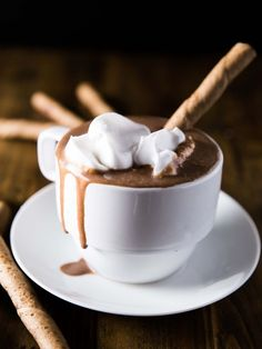 Super Creamy Vegan Hot Chocolate | Veggie and the Beast | Bloglovin'
