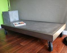Table basse béton rectangle sur roulettes