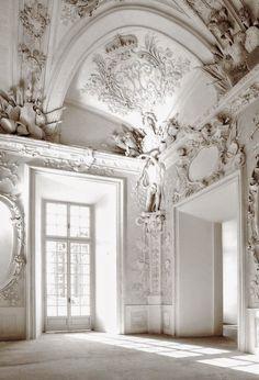 essie liebt elegantes, harmonisches, unschuldiges #weiß wie die Farbe unseres Monats: #blanc Mehr von uns findet ihr auf: instagram.com/essiedeutschland