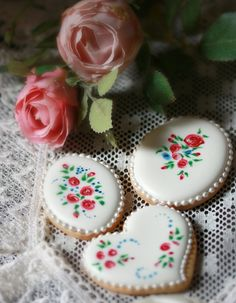 Royal iced cookies by semalo63, via Flickr; Wet on wet hearts ovals plaques with roses