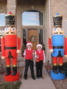 Not just any old nutcracker.  They are 9' tall!  Here's how to make em...