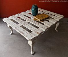 Recycled Wood Pallet Tables and Chairs
