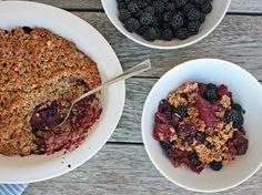Deliciously Ella: Blackberry, Apple and Maple Crumble Vegan Treats, Healthy Treats, Vegan Desserts, Vegan Recipes, Dessert Recipes, Vegan Food, Blackberry And Apple Crumble, Berry Crumble, Oat Crumble Topping