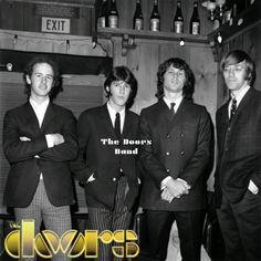 https://www.facebook.com/DoorsBand/  El 24 de mayo 1966 (martes), la banda americana de Blués-Rock, Rock-Psicodélico,  THE DOORS, se presentan en el Whisky a Go Go, West Hollywood, California.  The Doors se presenta como la banda de la casa en el Whisky A Go Go, apertura para cada grupo para tocar allí del 23 al 21 de agosto de 1966.  Por lo general se presentan dos bandas por noche. A partir de mayo 23-27, The Doors abre el show para Captain Beefheart y Su Springfield Magia Band, y Buffalo…