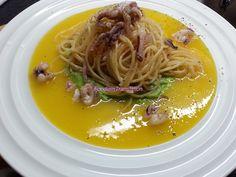 Foodie in Translation: Spaghetti ai calamari su crema bicolore