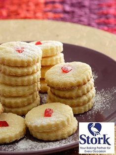 Botter Koekies Hierdie resep maak sommer & klompie koekies - Lewer 96 10 ml t) bakpoeier 4 x 250 ml k) koekmeel . Biscuit Cookies, Biscuit Recipe, Cake Cookies, Milk Cookies, Baking Cookies, Sugar Cookies, Baking Recipes, Cookie Recipes, Baking Ideas