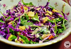Salada de Repolho Roxo, Abacaxi e Rúcula - Veganana Raw Food Recipes, Veggie Recipes, Diet Recipes, Vegetarian Recipes, Cooking Recipes, Healthy Recipes, Healthy Potatoes, Vegetable Side Dishes, Summer Salads