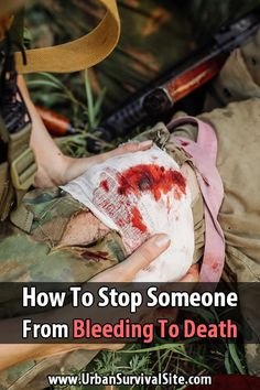 You've seen in the movies where people put pressure on wounds or make tourniquets, but how does this work? Here's how to stop the bleeding. Everything you needed to know about survival Urban Survival, Survival Life, Wilderness Survival, Camping Survival, Outdoor Survival, Survival Prepping, Survival Skills, Survival Gear, Emergency Planning