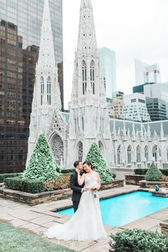 http://www.stylemepretty.com/new-york-weddings/new-york-city/manhattan/2017/01/25/glam-manhattan-wedding-planned-in-3-months/ Photography: Julie Bulanov - http://www.bulanovphotography.com/