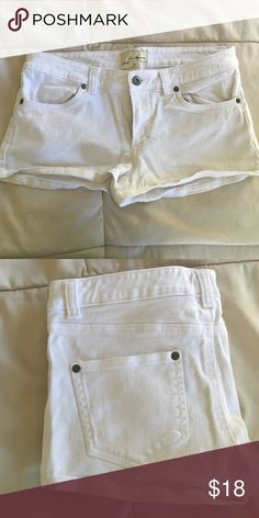 White jean shorts 💕 White Jean shorts from Forever 21. Size SMALL. Size converted to 3️⃣ Forever 21 Shorts