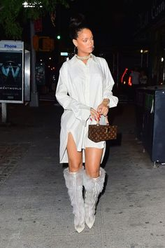 Rihanna Wore the Chicest Blazer Dress—and It's From Her Fenty Line Rihannas bester Street Style – Rihannas bester Look Rihanna Outfits, Mode Rihanna, Rihanna Street Style, Rihanna Fenty, Rihanna Fashion, Rihanna Casual, Fashion Moda, Fashion Week, Elegant Woman