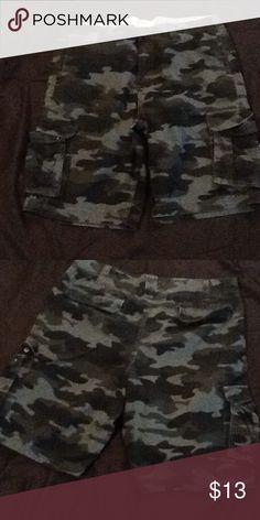 Mens black n grey camo shorts Size 36 camo shorts worn lightly 8/10 Shorts Cargo