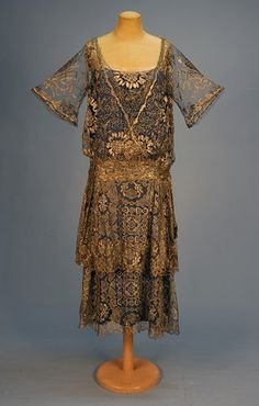 SILVER METALLIC LACE on NET ROBE de STYLE, c. 1920