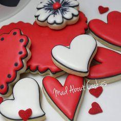 Hearts▪I love simple #❤ ▪ #hearts #flower #red #edibleart #sugarcraft #sopretty #sugarcookies #sugarart #customcookies #decoratedcookies #cookies #biscoitosdecorados #confeitaria #picoftheday #instacookies #instasweet #mycupcakeaddiction #torontocookies #toronto #torontofood #yum #customcookies #nomnom #cookie #madebyme #handmade #artwork #bomdia #madaboutcookies