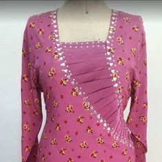 Tailor and detail, pleated and embroidered insert, خياط وتفصيل Chudidhar Neck Designs, Salwar Neck Designs, Kurta Neck Design, Neckline Designs, Dress Neck Designs, Kurta Designs, Blouse Designs, Mode Batik, Indian Fashion