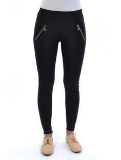 Moderné dámske nohavice v štýlovom dizajne a strihu. Nohavice Malin sú z pohodlného a príjemného materiálu. Buď trendy s JUSTPLAY.