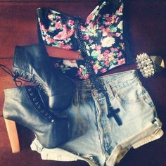 love these highwaisted shorts & the shoes &...everything!