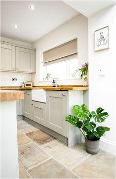 Small Farmhouse Kitchen, Cottage Kitchens, New Kitchen, Home Kitchens, Kitchen Ideas, Kitchen Designs, Farmhouse Design, Smart Kitchen, Tiny Kitchens