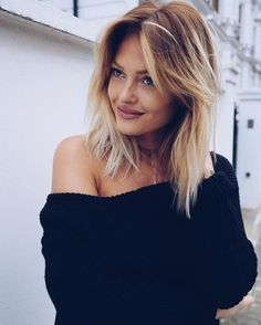 Top 36 Short Blonde Hair Ideas for a Chic Look in 2019 - Style My Hairs Long Hair With Bangs, Haircuts With Bangs, Girl Haircuts, Thin Hair, Square Face Hairstyles, Trendy Hairstyles, Girl Hairstyles, Medium Hair Cuts, Medium Hair Styles