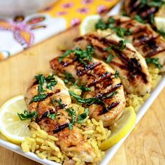 This Lemon Rosemary Grilled Chicken cooks up on the grill in under 10 minutes! Marinade ahead of time for a quick, healthy and delicious chicken dinner. Healthy Grilling Recipes, Grilled Steak Recipes, Grilled Meat, Grilled Chicken Time, Grilled Rosemary Chicken, Chicken Bacon, Garlic Chicken, Healthy Food, Fun Cooking