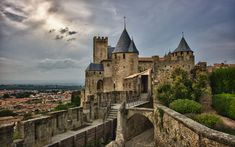 Carcassonne, France - Top 10 Medieval Towns in the World Fantasy Castle, Fairytale Castle, Places To Rent, Places To Visit, Carcassonne France, Medieval Life, Walled City, Travel Pictures, Provence