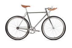 In foto, esemplare di modello fixed bike ÄTHER. Manubrio pursuit e mozzo posteriore flip-flop