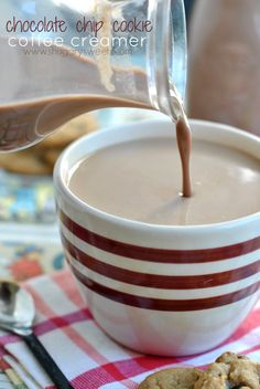 - Coffee Creamer - Ideas of Coffee Creamer - Homemade Coffee Creamer: Chocolate Chip Cookie flavored Coffee Creamer recipe! Profiteroles, Keto, Toffee, Fudge, Yummy Drinks, Yummy Food, Fun Drinks, Homemade Coffee Creamer, Chocolate Coffee Creamer Recipe