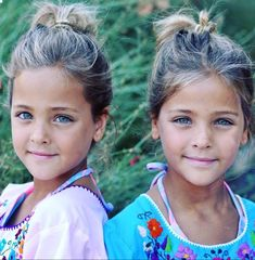 ea2fce33f Twin Sisters, Twin Girls, Kids Tumblr, Child Models, Twin Models, Identical