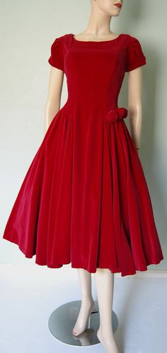 Romantic Red Velvet Fit and Flare Party Dress with Sculptural Detail… 50s Dresses, Pretty Dresses, Vintage Dresses, Vintage Outfits, Fashion Dresses, Vintage Clothing, 1950s Fashion, Vintage Fashion, Retro Mode