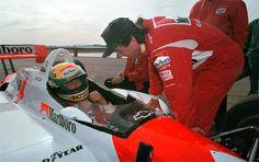 O outro carro branco e vermelho: quando Ayrton Senna pilotou um carro da Indy…