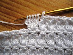 TEJIDOS CROCHET: Dolce & Gabbana---nice site, needs translation. However there is an easy to read chart for this stitch.Bit of Color: De Dolce en Gabbana steekYou make a tc leaving the laat loop undone, 5 times, then yo and pull through all 6 loops. Crochet Diy, Gilet Crochet, Crochet Motifs, Crochet Stitches Patterns, Love Crochet, Learn To Crochet, Crochet Crafts, Yarn Crafts, Crochet Hooks