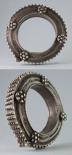 Yemen | Antique silver hinged bracelet with outstanding filigree and applied decoration