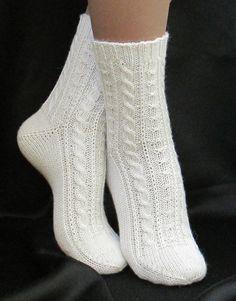 Femmes blanche main tricoter des chaussettes en laine par Albinaroz