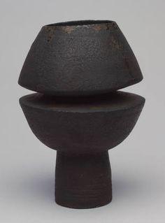 black - ceramic - vase - Hans Coper - c. Pottery Vase, Ceramic Pottery, Ceramic Art, Ceramic Design, Art Et Design, Design Vase, Large Glass Vase, Small Vases, Décor Antique