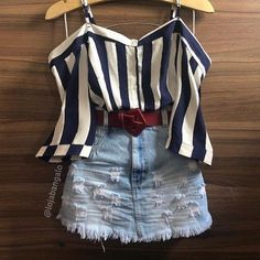 A imagem pode conter: shorts e listras Teen Fashion Outfits, Look Fashion, Outfits For Teens, Stylish Outfits, Korean Fashion, Teenager Outfits, Cute Summer Outfits, Spring Outfits, Casual Looks
